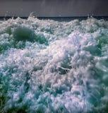 Τροπικό νερό κυμάτων θάλασσας θερμό Στοκ εικόνες με δικαίωμα ελεύθερης χρήσης