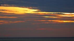 Τροπικό πορτοκαλί Βιετνάμ HD Θαλασσών της Νότιας Κίνας της Dawn Sky απόθεμα βίντεο