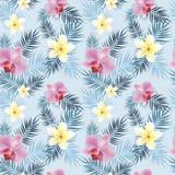 Τροπικό σχέδιο λουλουδιών με τα φύλλα φοινικών Στοκ εικόνες με δικαίωμα ελεύθερης χρήσης