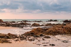 Τροπικό seascape σε Rayong, Ταϊλάνδη Στοκ εικόνα με δικαίωμα ελεύθερης χρήσης