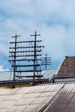 Τροφοδότης σε μια στέγη στοκ εικόνα με δικαίωμα ελεύθερης χρήσης