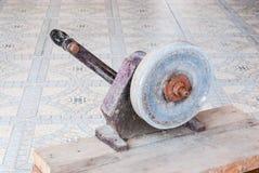 Τροφοδοτημένη χέρι αλέθοντας μηχανή για τον κατασκευαστή κοσμήματος, συγκεκριμένο εργαλείο Στοκ Εικόνα