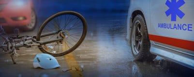 Τροχαίο ατύχημα ατυχήματος με το ποδήλατο στο δρόμο, βροχερή ημέρα στοκ εικόνες με δικαίωμα ελεύθερης χρήσης