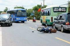 Τροχαίο ατύχημα, συντριφθε'ν αυτοκίνητο, μοτοσικλέτα Στοκ Φωτογραφία