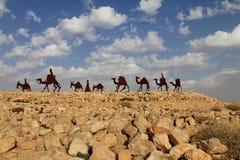 Τροχόσπιτο καμηλών στην έρημο Negev, EN εθνικό πάρκο Avdat Στοκ Εικόνα