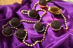 Τρούφες σοκολάτας, καραμέλες σοκολάτας φοντάν Στοκ εικόνες με δικαίωμα ελεύθερης χρήσης