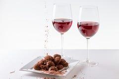 Τρούφες σοκολάτας με το κόκκινο κρασί Στοκ Εικόνες