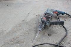 Τρυπάνι με τα εργαλεία Στοκ Φωτογραφία