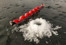 Τρυπάνι πάγου και εύθραυστος πάγος Στοκ φωτογραφίες με δικαίωμα ελεύθερης χρήσης