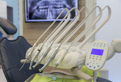 τρυπάνι που τίθεται στο οδοντικό δωμάτιο επεξεργασίας Στοκ φωτογραφία με δικαίωμα ελεύθερης χρήσης