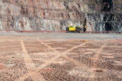 Τρυπάνι σε ένα ορυχείο ανοικτών κοιλωμάτων στοκ εικόνες