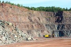 Τρυπάνι σε ένα ορυχείο ανοικτών κοιλωμάτων στοκ εικόνες με δικαίωμα ελεύθερης χρήσης