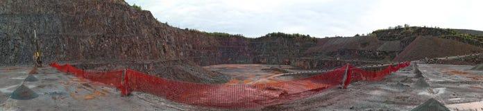 Τρυπάνι σε ένα ορυχείο λατομείων porphyry βράχοι Στοκ εικόνα με δικαίωμα ελεύθερης χρήσης