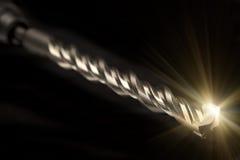 Τρυπάνι του βιομηχανικού puncher στο μαύρο υπόβαθρο Στοκ Εικόνες