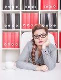 Τρυπημένη εργασία επιχειρησιακών γυναικών στην αρχή Στοκ εικόνες με δικαίωμα ελεύθερης χρήσης