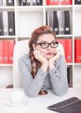 Τρυπημένη εργασία επιχειρησιακών γυναικών στην αρχή Στοκ Φωτογραφία