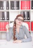 Τρυπημένη εργασία επιχειρησιακών γυναικών στην αρχή Στοκ φωτογραφία με δικαίωμα ελεύθερης χρήσης