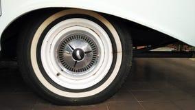τρυπημένο ελαστικό αυτοκινήτου Στοκ Εικόνες