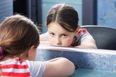 τρυπώντας καθρέφτης κορι&ta Στοκ Εικόνες
