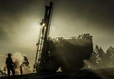 τρυπώντας με τρυπάνι βαριά μ&e Στοκ Εικόνες