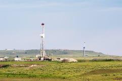 τρυπώντας με τρυπάνι πετρέλαιο πεδίων στοκ φωτογραφίες με δικαίωμα ελεύθερης χρήσης