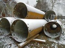 Τρυπώντας με τρυπάνι σωλήνες φιαγμένοι από χάλυβα Στοκ Φωτογραφίες
