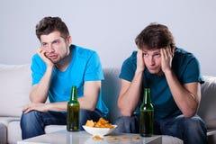 Τρυπώντας μπύρα και να εξισώσει nachos Στοκ φωτογραφία με δικαίωμα ελεύθερης χρήσης