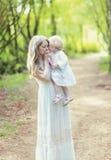 Τρυφερές μητέρα και κόρη φωτογραφιών Στοκ Φωτογραφία