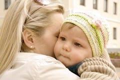 Τρυφερότητα Mum Στοκ εικόνα με δικαίωμα ελεύθερης χρήσης