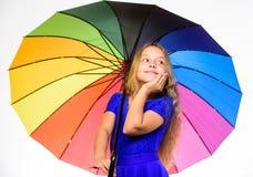 Τρόποι να λαμπρυθεί η διάθεση πτώσης σας Ζωηρόχρωμο εξάρτημα για την εύθυμη διάθεση Θετική εποχή πτώσης παραμονής Το παιδί κοριτσ στοκ φωτογραφία