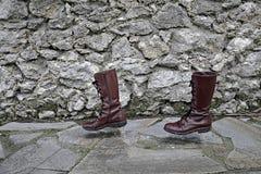 Τρόπος έννοιας της ζωής, μπότες περπατήματος μόνο Στοκ φωτογραφία με δικαίωμα ελεύθερης χρήσης