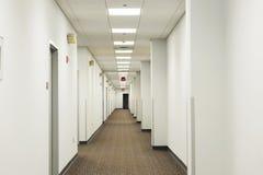 Τρόπος αιθουσών στο κτήριο γραφείων Στοκ Εικόνες