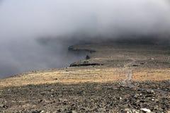 Τρόπος διαδρομής τουριστών κατά μήκος του οροπέδιου πετρών στοκ φωτογραφία με δικαίωμα ελεύθερης χρήσης