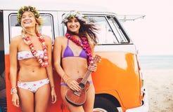 Τρόπος ζωής παραλιών κοριτσιών Surfer Στοκ φωτογραφία με δικαίωμα ελεύθερης χρήσης