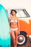 Τρόπος ζωής παραλιών κοριτσιών Surfer Στοκ Εικόνα