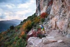 Τρόπος ζωής περιπέτειας Ο προορισμός ταξιδιού, ανακαλύπτει την Ευρώπη Βράχος γ στοκ φωτογραφία