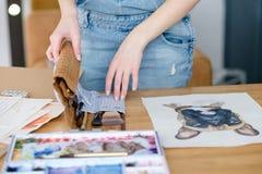 Τρόπος ζωής τέχνης που σύρει τη μόνη εικόνα κοριτσιών έκφρασης Στοκ Φωτογραφίες