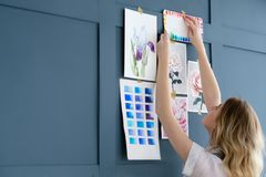 Τρόπος ζωής τέχνης που σύρει τη μόνη εικόνα κοριτσιών έκφρασης Στοκ φωτογραφία με δικαίωμα ελεύθερης χρήσης
