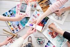 Τρόπος ζωής τέχνης που σύρει τη μόνη εικόνα κοριτσιών έκφρασης Στοκ Εικόνα