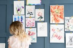 Τρόπος ζωής τέχνης που σύρει τη μόνη εικόνα κοριτσιών έκφρασης Στοκ Εικόνες
