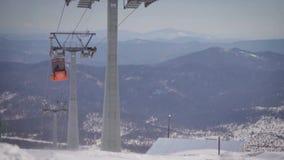 Τρόπος καλωδίων στο χειμερινό αθλητισμό απόθεμα βίντεο