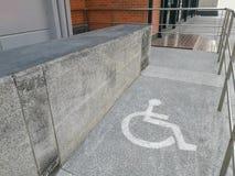 Τρόπος κεκλιμένων ραμπών αναπηρικών καρεκλών Στοκ Εικόνα