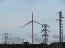 Τρόπος να παραχθεί η ηλεκτρικές ενέργεια και η μεταφορά στοκ φωτογραφίες
