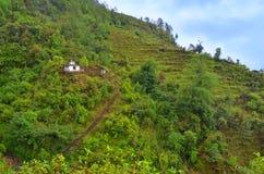 Τρόπος σε λίγο ναό στο λόφο κοντά σε Landruk, περιοχή συντήρησης Annapurna, Στοκ Φωτογραφίες