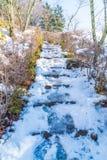 τρόπος σκαλοπατιών με το χιόνι Στοκ φωτογραφίες με δικαίωμα ελεύθερης χρήσης