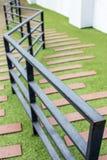 Τρόπος σκαλοπατιών στον πράσινο κήπο Στοκ Εικόνα