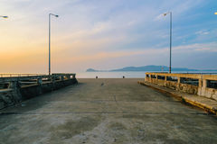 Τρόπος στην εξέταση μιας θάλασσας στοκ εικόνα με δικαίωμα ελεύθερης χρήσης