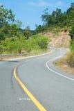 Τρόπος στη φύση, δρόμος κατά μήκος του βουνού στην επαρχία γιαγιάδων, ταϊλανδικά Στοκ φωτογραφία με δικαίωμα ελεύθερης χρήσης