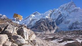 Τρόπος στο στρατόπεδο βάσεων ΑΜ Everest Στοκ εικόνα με δικαίωμα ελεύθερης χρήσης