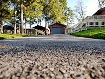 Τρόπος Drive ασφάλτου στο γκαράζ Στοκ φωτογραφία με δικαίωμα ελεύθερης χρήσης